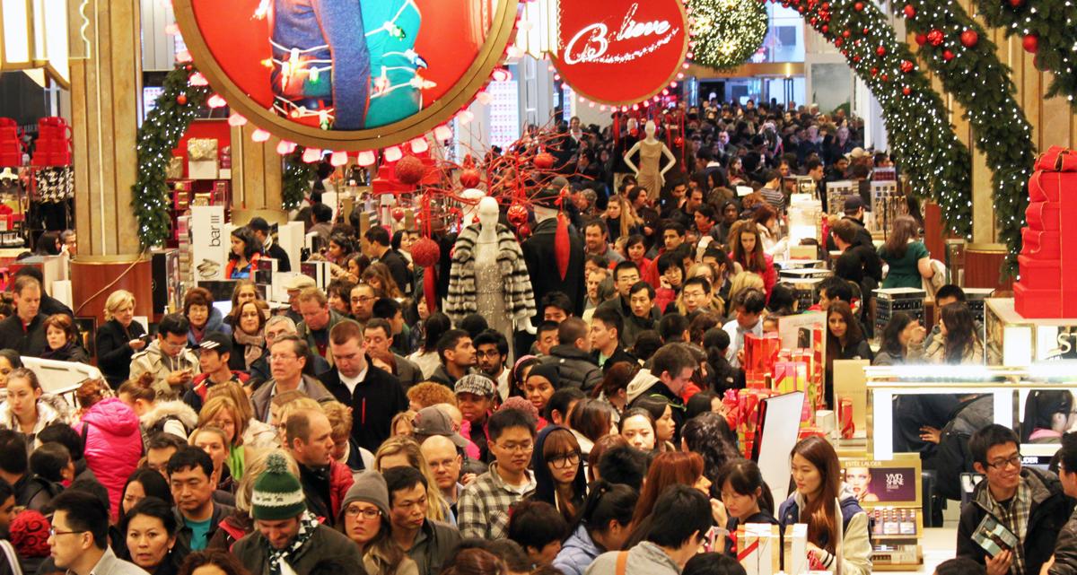 black-friday-shopping-crowd